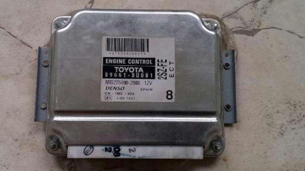Toyota Yaris Verso Bj.2001 Motorsteuergerät Steuergerät DENSO 89661-0D081