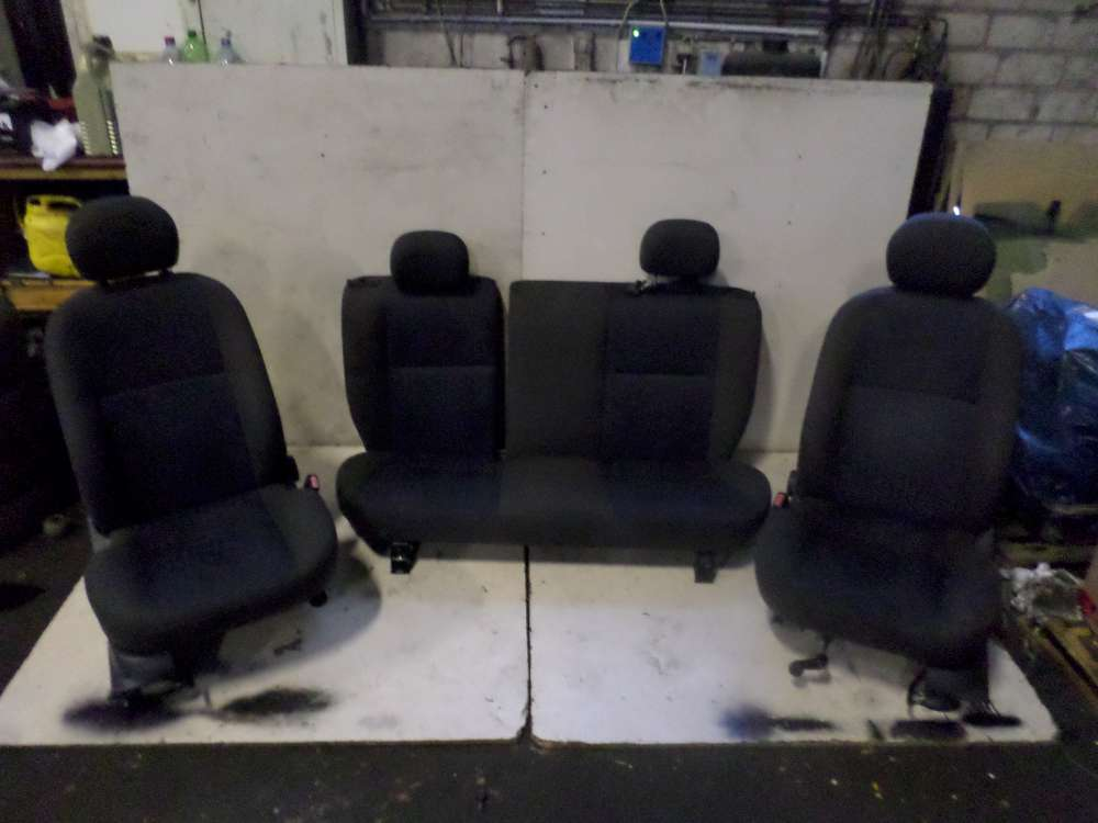 Sitze komplett - Rücksitzbank - Fahrersitz - Beifahrersitz Ford Focus DNEW Bj 2000