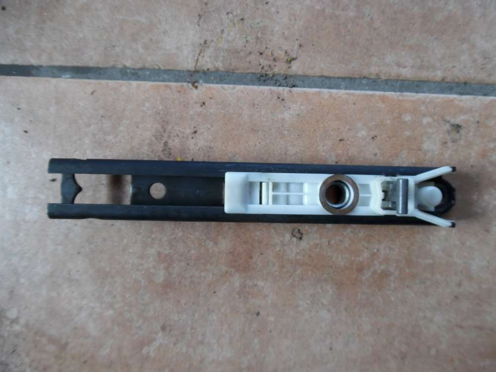 VW Golf 3 Höhenverstellung Gurtverstellung Gurthöhenversteller rechts 1H0857819