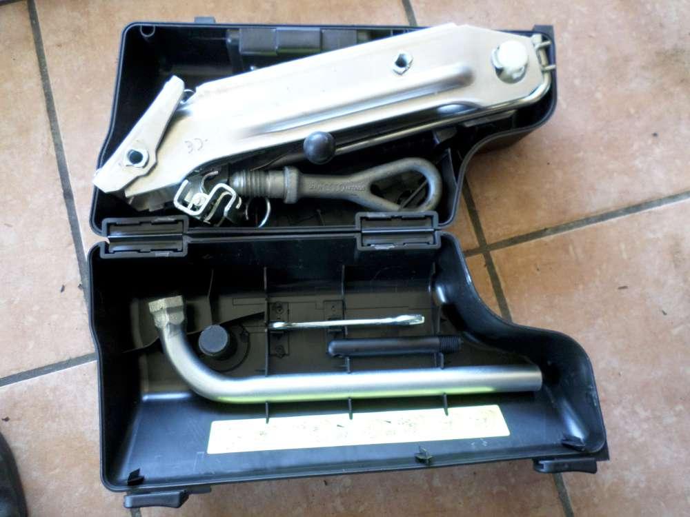 AUDI A6 Bj:98 Wagenheber Radschlüssel Abschleppöse Bordwerkzeug  8L0011031A