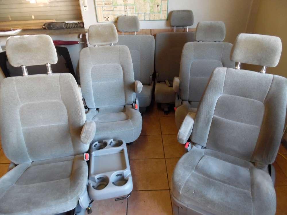 KIA Carnival Bj:2005 Sitze Komplett Stoff Farbe Grau
