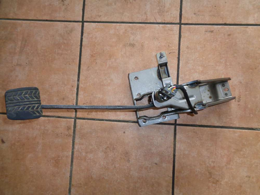 KIA Carnival Bj:05 2.9 CRDI Bremspedal Pedal Bremse mit Bremslichtschalter