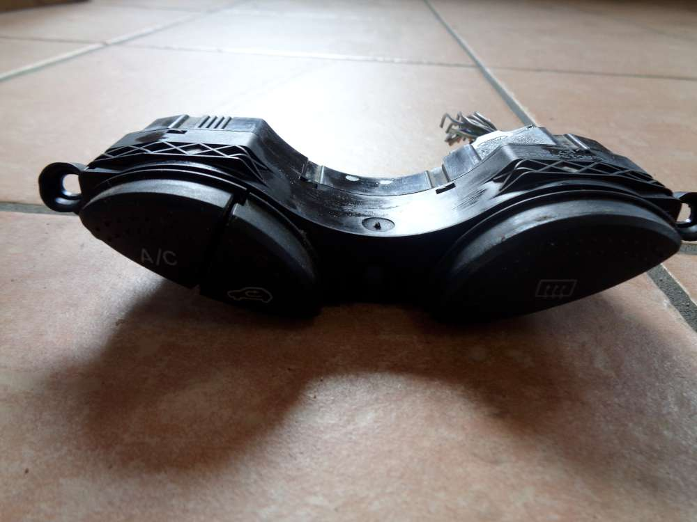 Ford Focus Kombi Bj:1999 Heckscheibenheizung Schalter Klima 98AG19A945BF