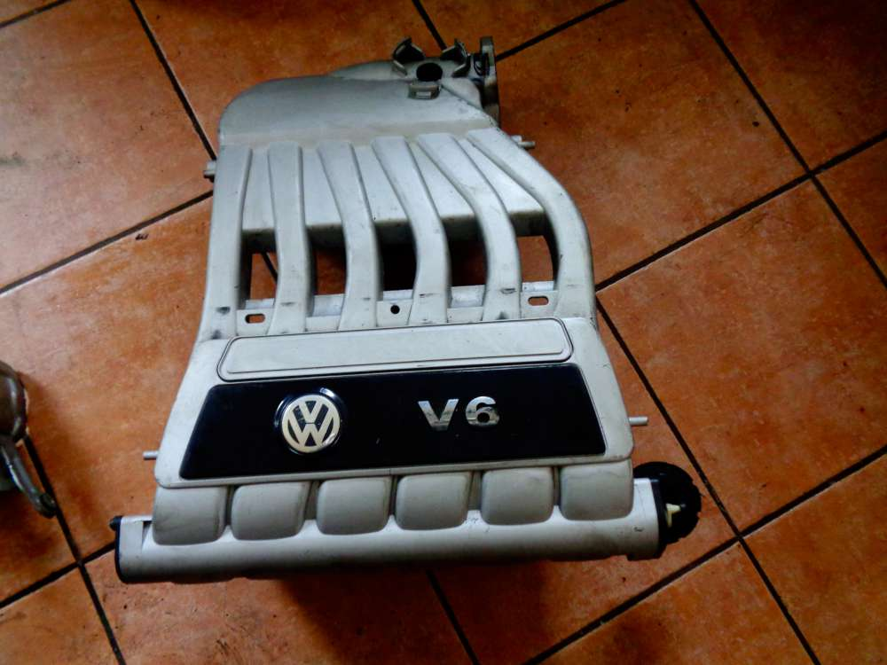 VW Golf 5 Ansaugbrücke Saugrohr 022133201C