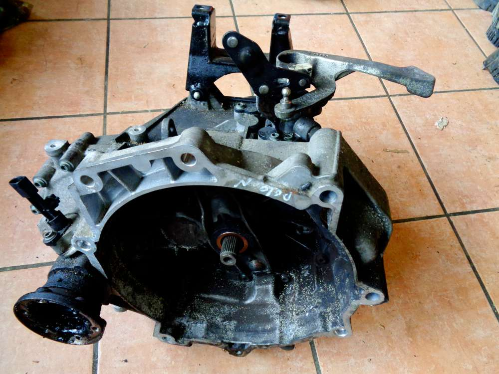VW Polo 9N Bj:2008 Getriebe Schaltgetriebe 02T301103K