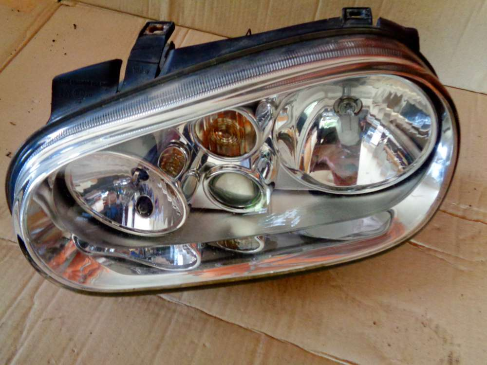 VW Golf 4 Bj:2000 1.4 16V Scheinwerfer Nebelscheinwerfer Links 1J1941015C