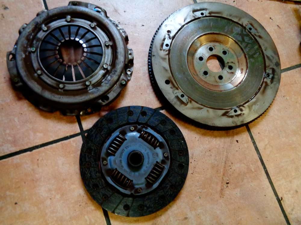 Opel Corsa C 1.2 Bj:2007 Schwungscheibe Schwungrad Kupplung R90232334