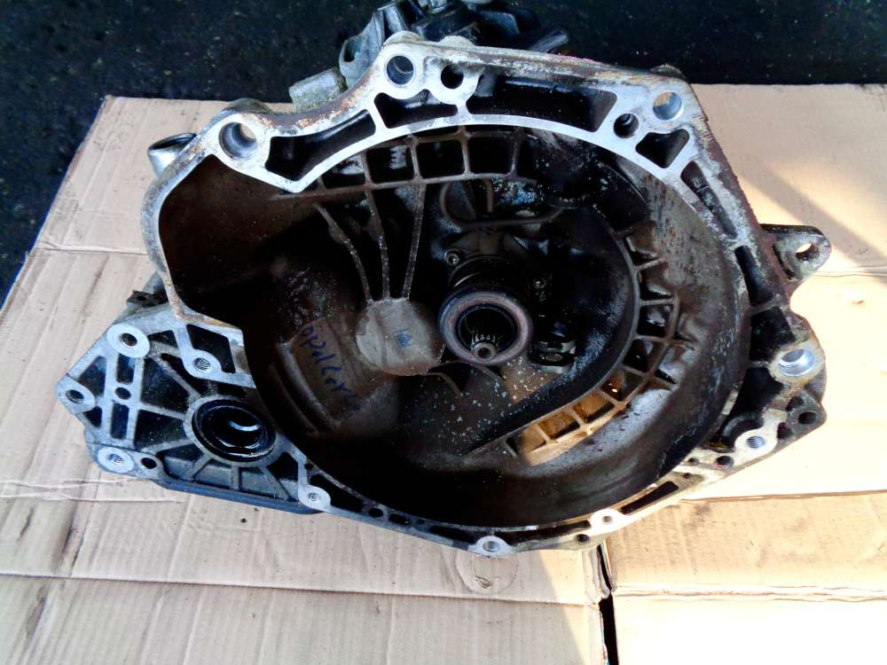 Opel Corsa C Bj:2006 1,2 KW 59 Getriebe Schaltgetriebe R90400206