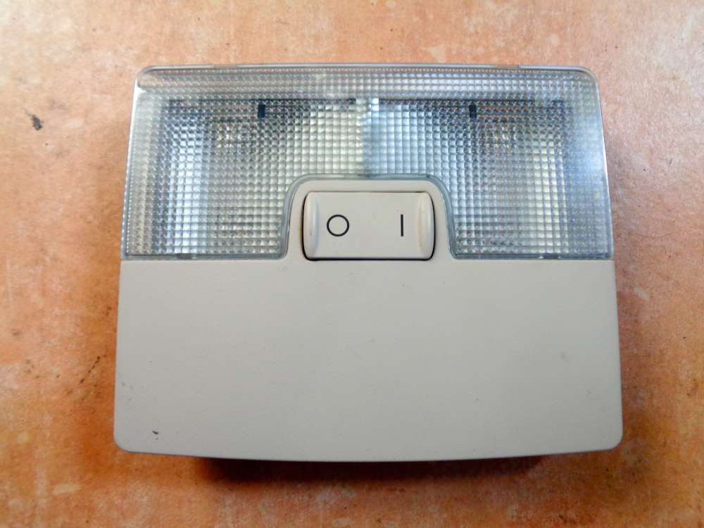 Audi A6 4B Kombi Bj:1998 Innenraumbeleuchtung Leuchte 4B0947105