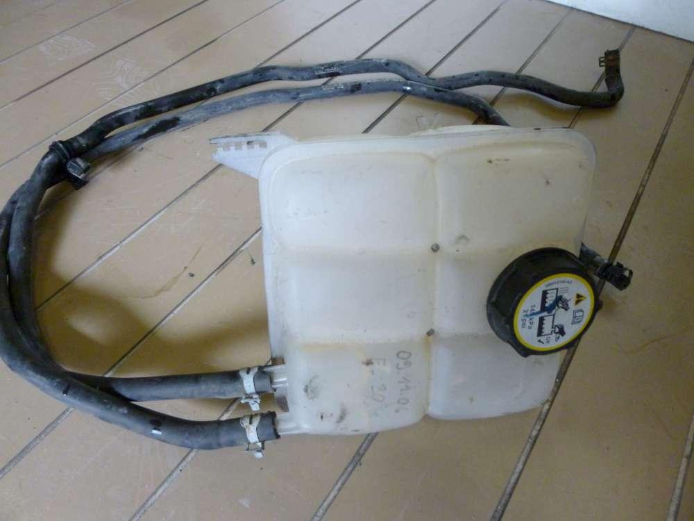 Ford Focus Kombi Bj; 2006 Ausgleichsbehälter Kühlung mit leitung  3M5H-8K218-AH