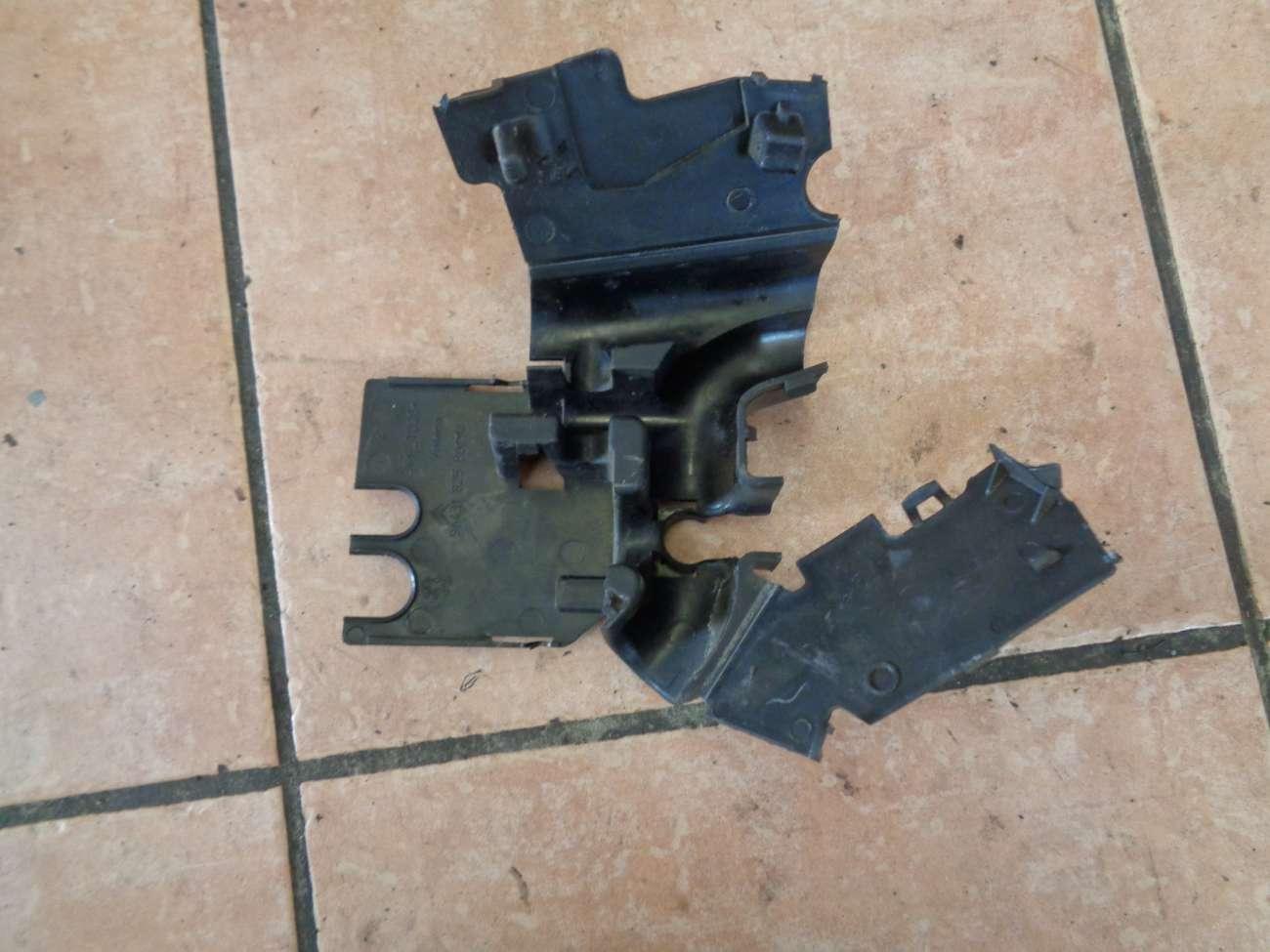 Peugeot 307 Bj.2004 Kabelschacht Kabelführung 9643182580