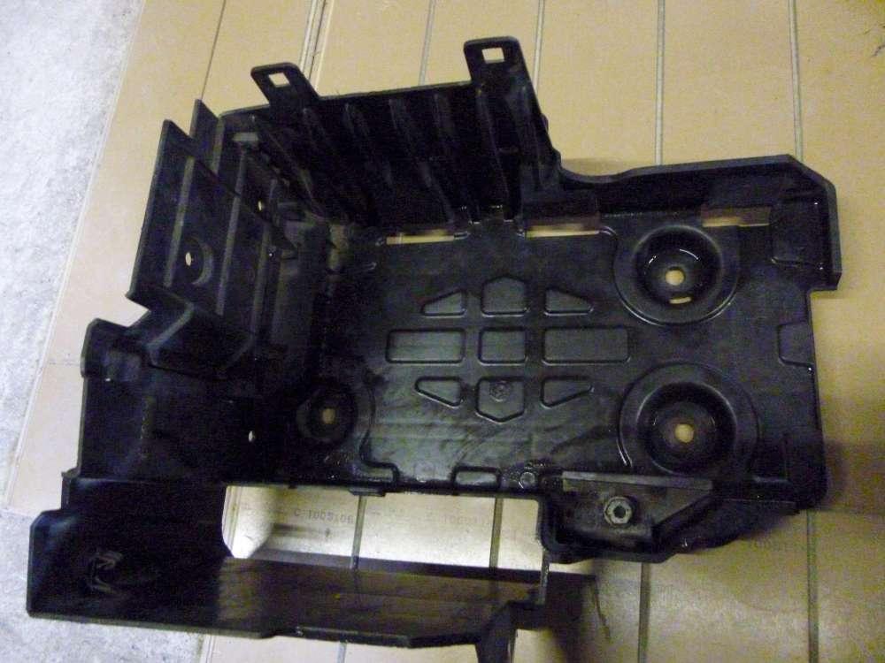 Renault Espace IV Bj: 2004 Gehäuse Batterie 8200208056