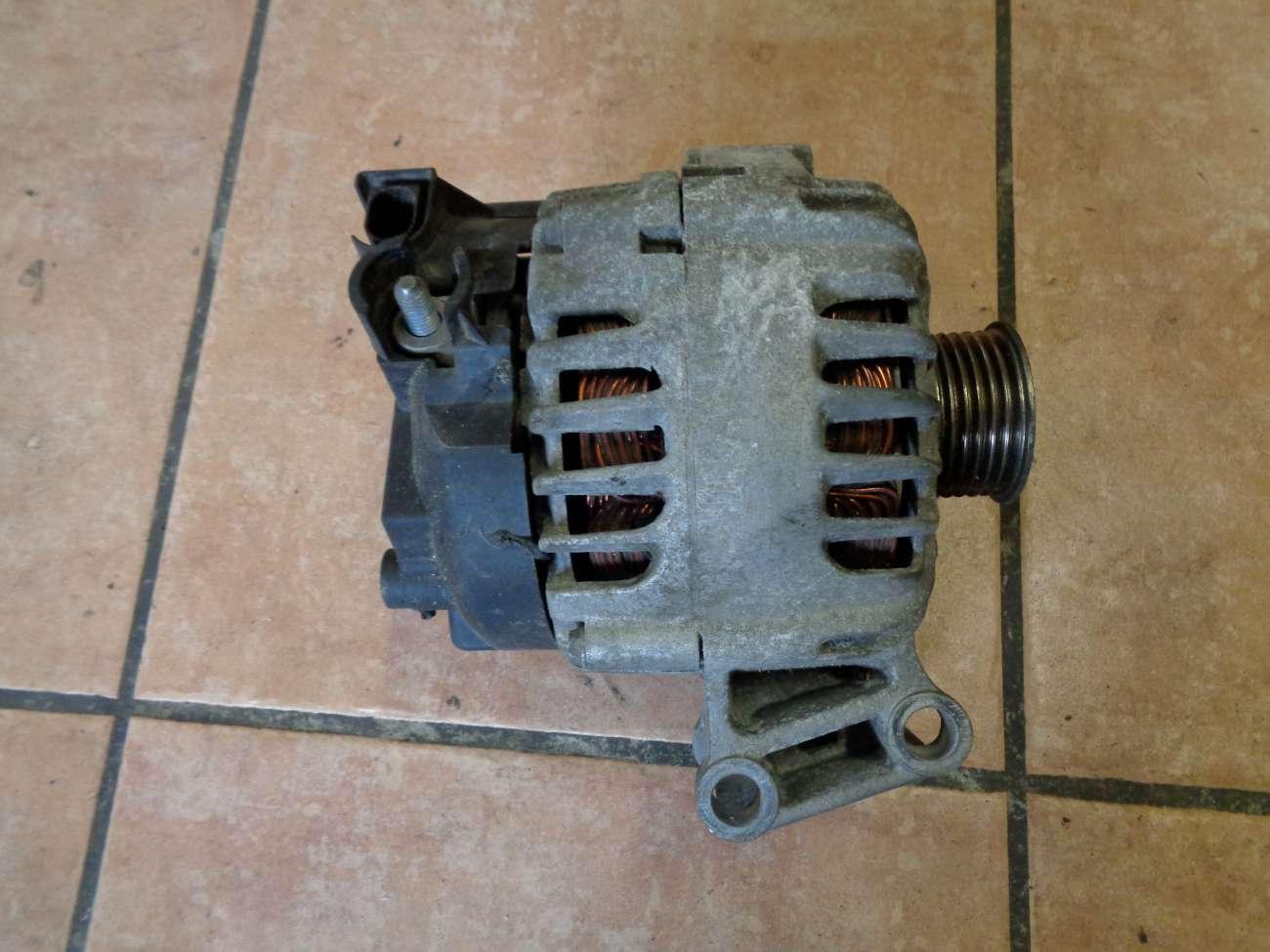 Ford Fiesta VI JA8 Bj:2010 Lichtmaschine 7G9N10300CC