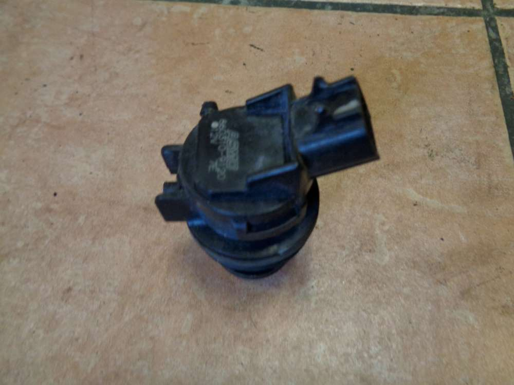 Mazda 3 BK 1.6i Bj:2004 Scheibenwaschanlagenpumpe ASMO 860310-9120