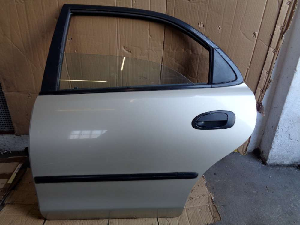 Mazda 323 BA Tür Hinten Links  Farbe Silber Farbcode 4F