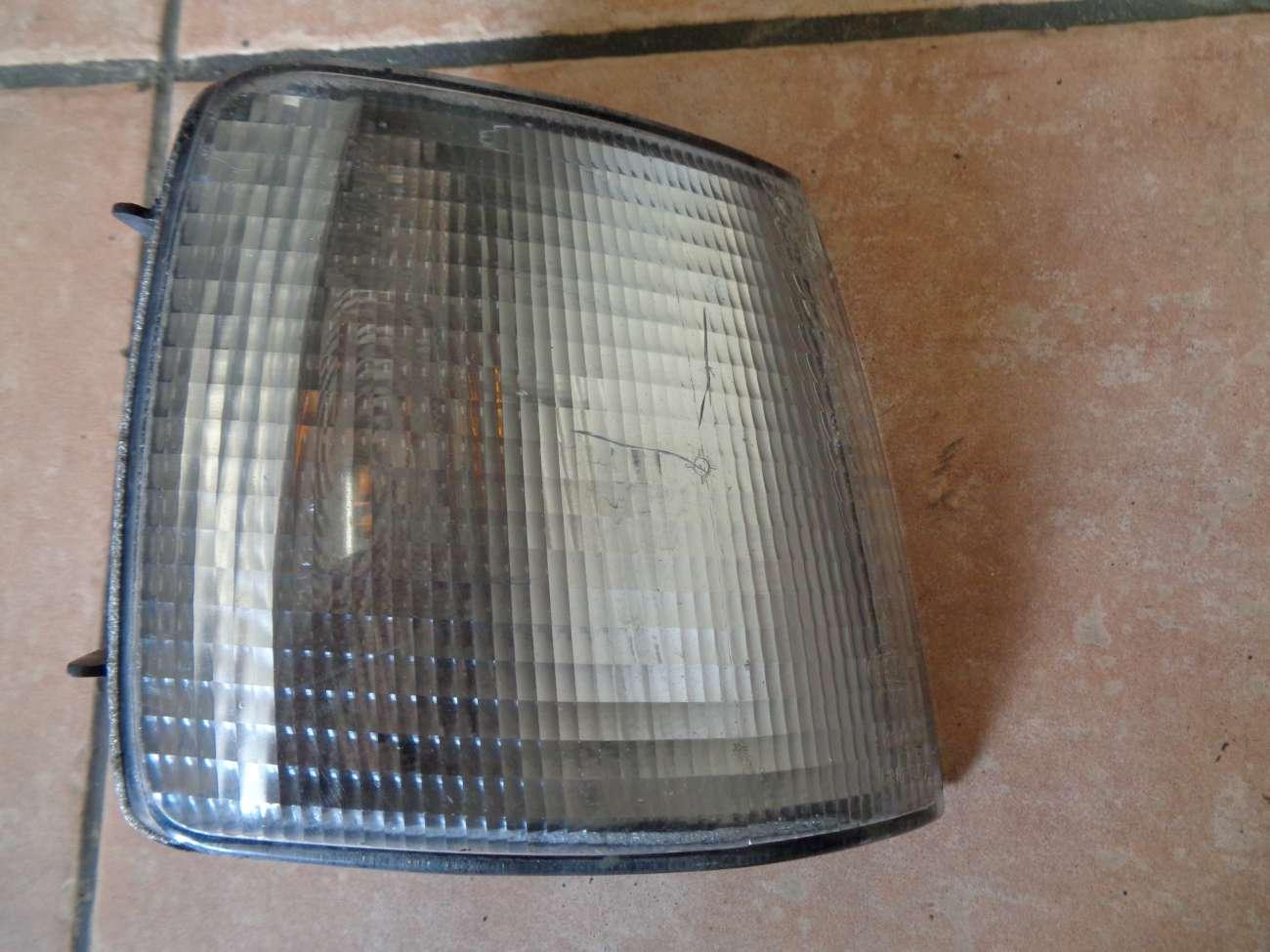 VW Passat 35i Bj.88-93 Blinker Blinkleuchte Blinklicht vorne rechts 357953050A