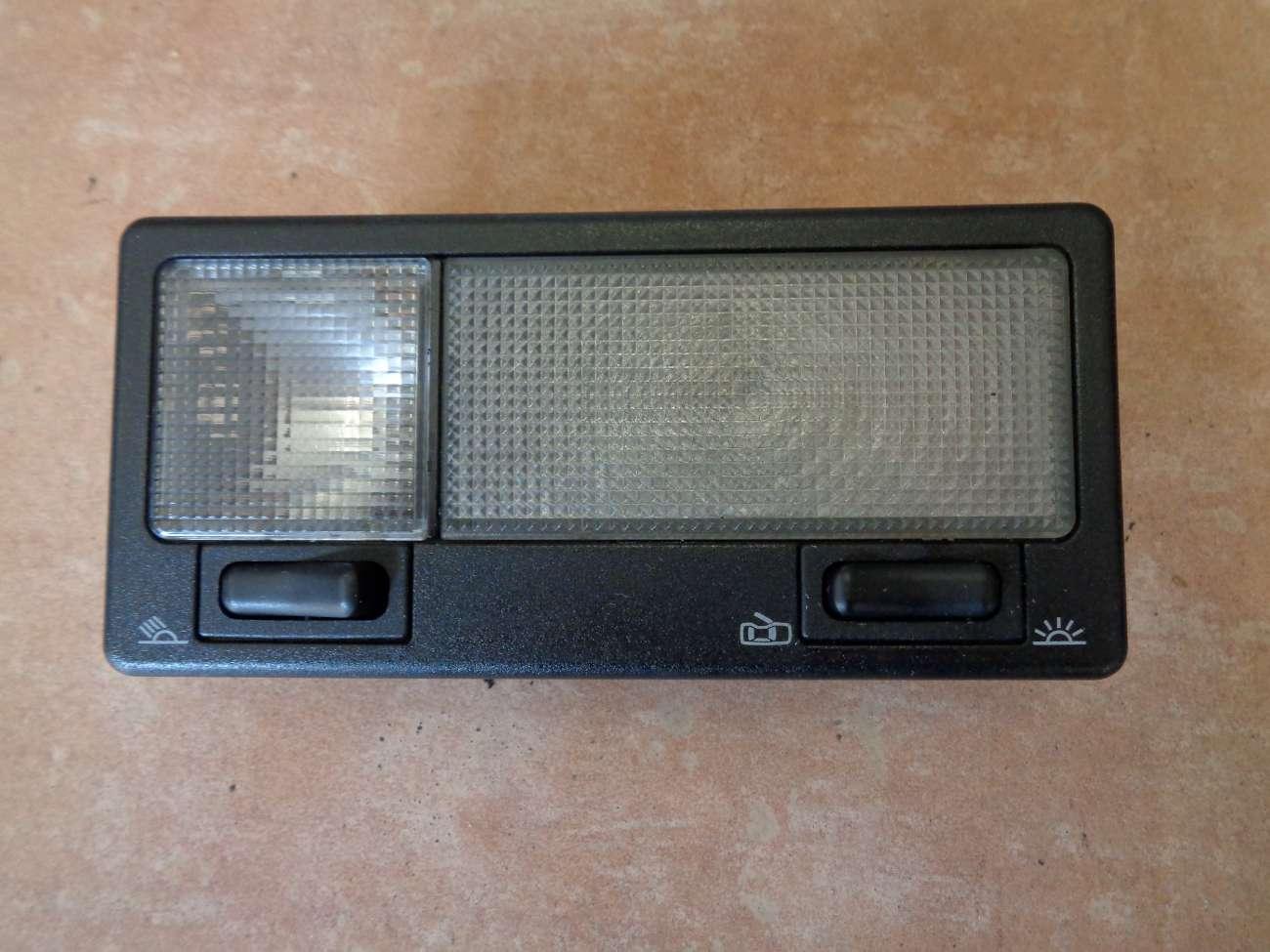 VW Golf 3 Cabrio Passat 35i Innenraumlampe Innenleuchte 357947111C