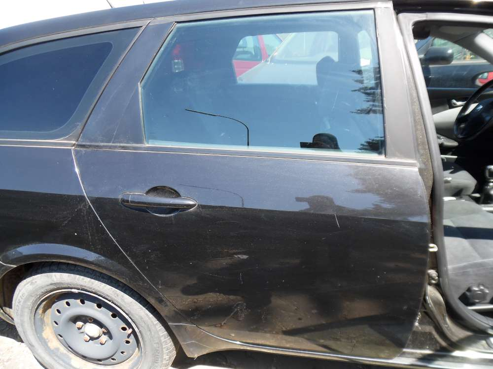 Nissan Primera P12 Kombi Bj:2003 Tür Hinten Rechts Farbe : schwarz