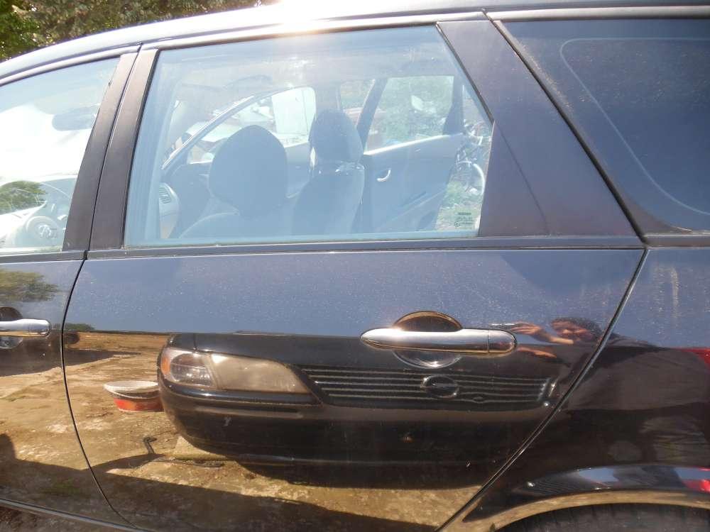 Nissan Primera P12 Kombi Bj:2003 Tür Hinten Links Farbe : schwarz