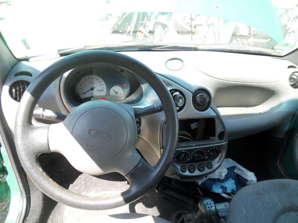 Ford Ka Bj:2000 3Türer Armaturenbrett Cockpit Ohne Einbauteile