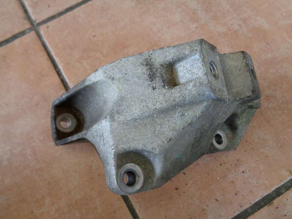 VW Golf 4 Bj:1998 Getriebehalter Motorhalter Links 1J0199117