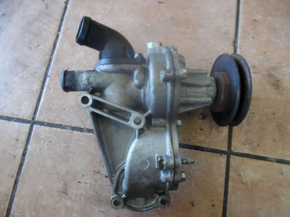 VW Passat 3B Bj:2000 Wasserpumpe 030121121B