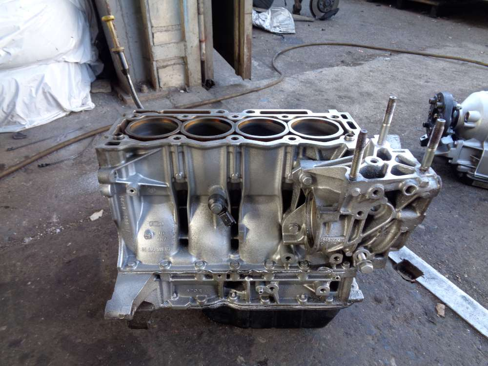 Peugeot 206 1,4L Bj:2008 Motor Motorblock 964893980  9650358180