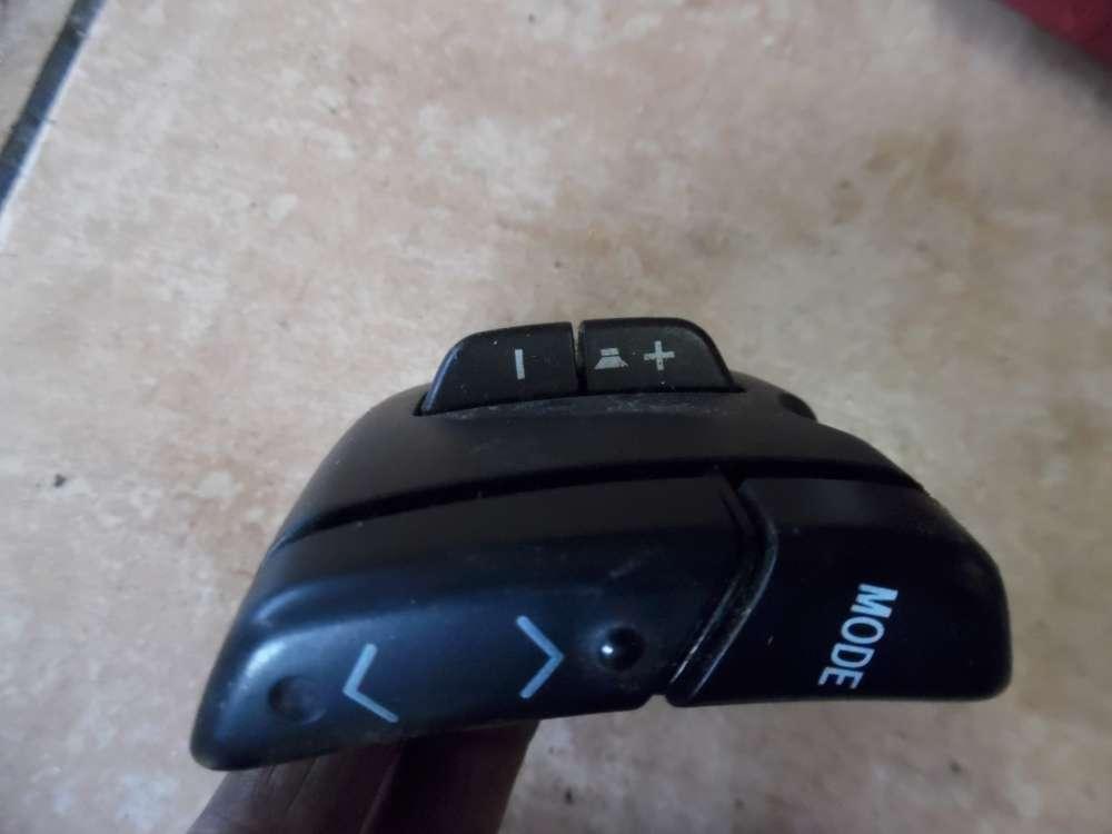 Toyota Yaris P1 Schalter Radio 84247-0D010