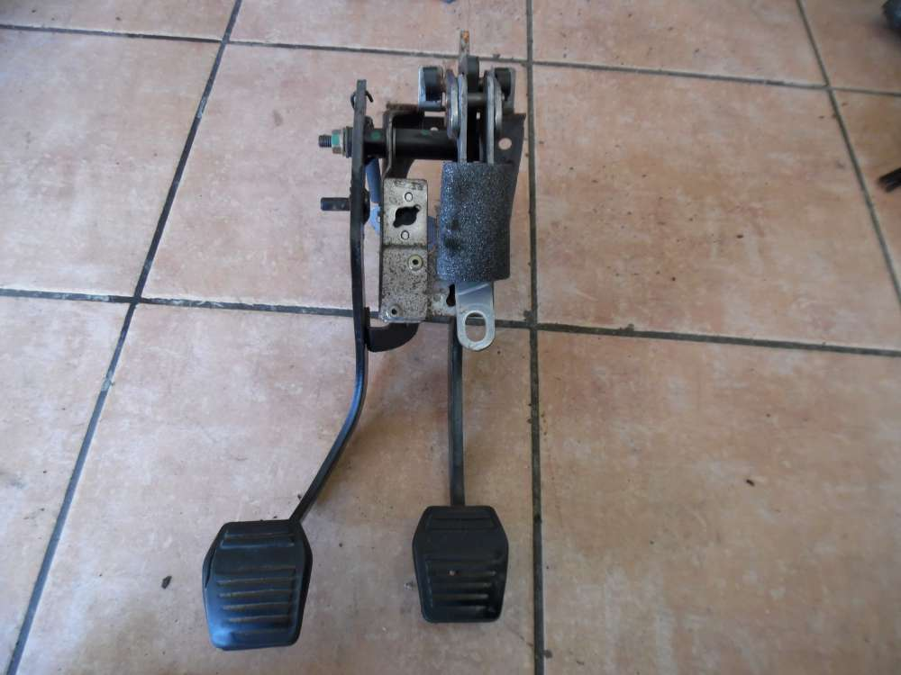 Ford Focus Pedalerie Kupplungspedal Bremspedal 9820-24551-AB