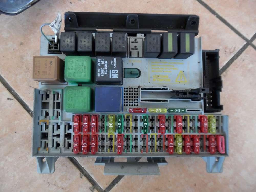 Opel Vectra B Sicherungskasten Relaiskasten 90504534