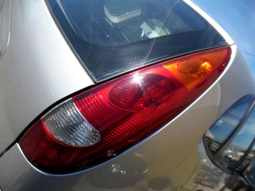 Nissan Almera Tino Rücklicht Rückleuchte Heckleuchte Rechts
