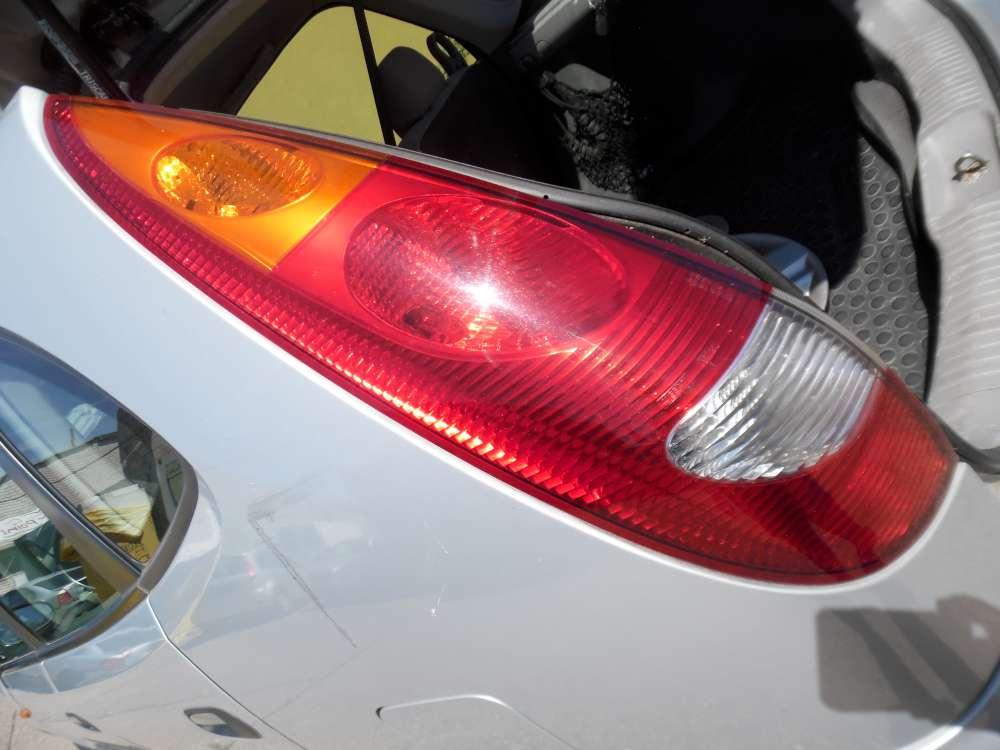 Nissan Almera Tino Rücklicht Rückleuchte Heckleuchte Links