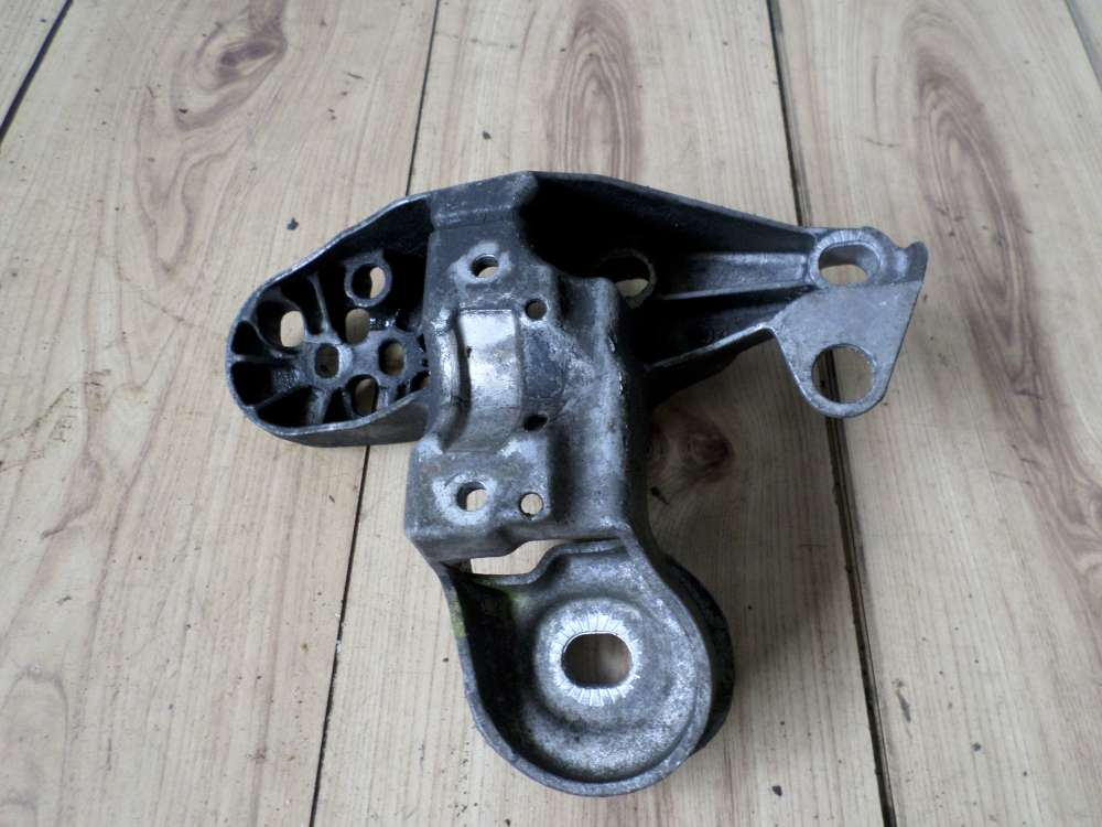 Audi A4-6 8D B5 Bj1998 Motorhalter Halter links 4B0199351B