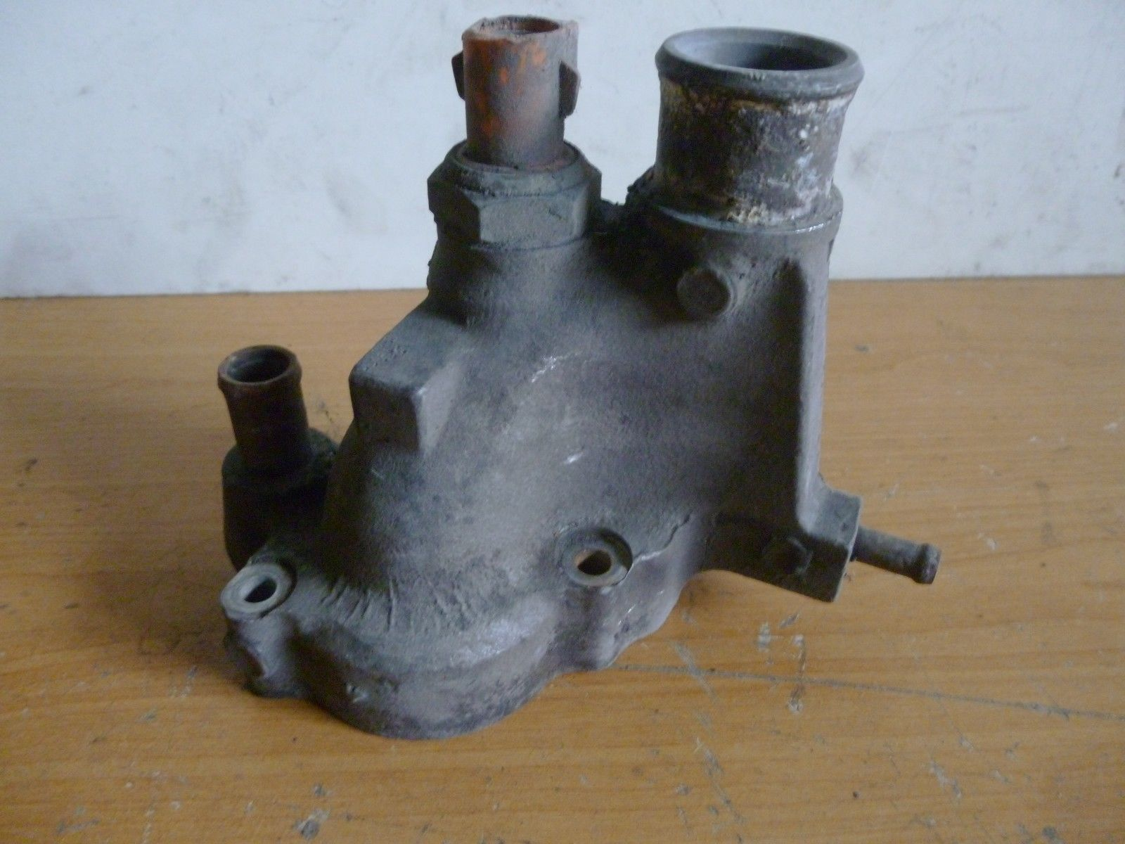 Ford Escort Thermostat Thermostatgehäuse 86SF8K572AA