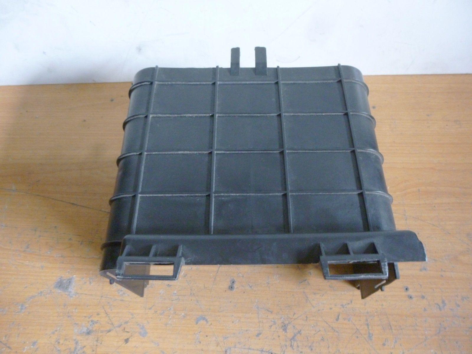 VW Touran Seit Seitenverkleidung Batteriekasten Seitenteil Batterie1K0915336