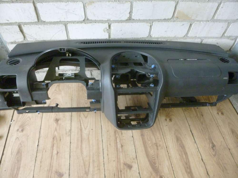 Opel Corsa C 2001 Amaturenbrett Lagerräumung 09114381